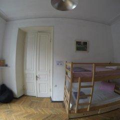 Opera Rooms&Hostel Кровать в общем номере с двухъярусной кроватью