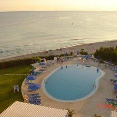 Отель Estudios Vistamar Испания, Эс-Мигхорн-Гран - отзывы, цены и фото номеров - забронировать отель Estudios Vistamar онлайн бассейн фото 3