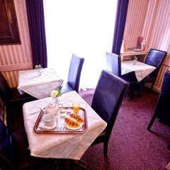 Hotel De La Vallee Париж в номере