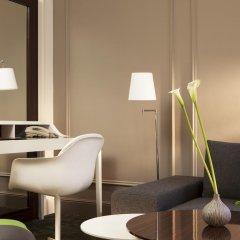 Renaissance Paris Hotel Le Parc Trocadero 5* Улучшенный номер с различными типами кроватей
