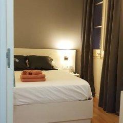 Отель Hostalin Barcelona Gran Via 3* Номер с общей ванной комнатой с различными типами кроватей (общая ванная комната) фото 9