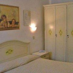 Hotel Airone 2* Стандартный номер с двуспальной кроватью (общая ванная комната) фото 3