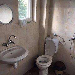 Отель Guesthouse Kutela Болгария, Чепеларе - отзывы, цены и фото номеров - забронировать отель Guesthouse Kutela онлайн ванная