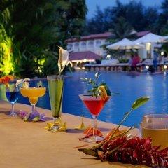 Отель Kenilworth Beach Resort & Spa Индия, Гоа - 1 отзыв об отеле, цены и фото номеров - забронировать отель Kenilworth Beach Resort & Spa онлайн бассейн фото 2
