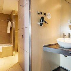 Отель ILUNION Barcelona 4* Улучшенный номер с различными типами кроватей фото 11