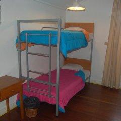 Отель Pousada de Juventude de Ponta Delgada Кровать в женском общем номере фото 3