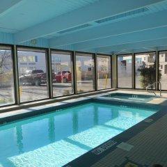 Отель Ramada Limited Calgary Northwest Канада, Калгари - отзывы, цены и фото номеров - забронировать отель Ramada Limited Calgary Northwest онлайн бассейн