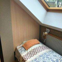 Hostel Kamin Стандартный семейный номер разные типы кроватей фото 8