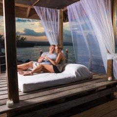 Отель Jewel Paradise Cove Beach Resort & Spa - Curio Collection by Hilton бассейн