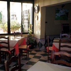 Отель Hostal Restaurante La Ilusion Испания, Вехер-де-ла-Фронтера - отзывы, цены и фото номеров - забронировать отель Hostal Restaurante La Ilusion онлайн питание фото 2