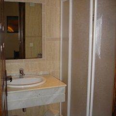 Отель Hostal Ayestaran II Стандартный номер с двуспальной кроватью фото 18