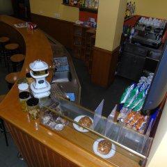 Отель Pensió La Creu гостиничный бар