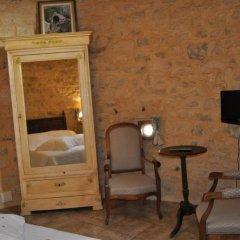 Отель Château de Bessas Gîtes Стандартный номер с двуспальной кроватью фото 2