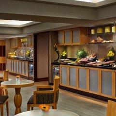 Отель Swissotel The Stamford 5* Представительский номер с различными типами кроватей фото 4
