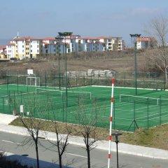 Отель Emerald Resort Studios Равда спортивное сооружение