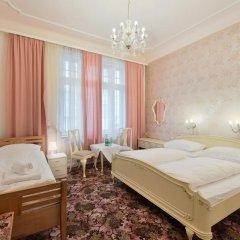 Hotel Pension Baronesse 4* Стандартный номер с двуспальной кроватью фото 2