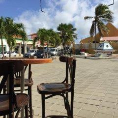 Отель The Lodge Bonaire гостиничный бар