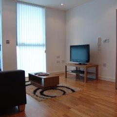 Апартаменты Quay Apartments Солфорд комната для гостей