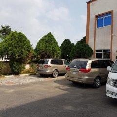Отель Mangel Hotel And Suites Нигерия, Калабар - отзывы, цены и фото номеров - забронировать отель Mangel Hotel And Suites онлайн парковка
