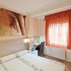 Отель Hostal Barcelona Стандартный номер с различными типами кроватей фото 14