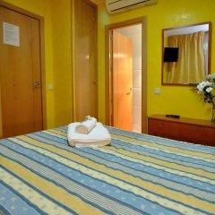 Отель Hostal Naranjos Стандартный номер с различными типами кроватей