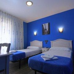 Отель Hostal Regio Номер категории Эконом с различными типами кроватей фото 7