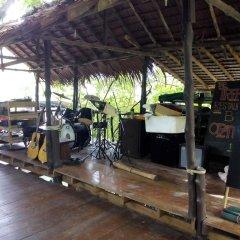 Отель Funky Fish Bungalows Таиланд, Ланта - отзывы, цены и фото номеров - забронировать отель Funky Fish Bungalows онлайн гостиничный бар