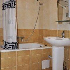 Гостиница Милитари-усадьба Grün Hof Украина, Поляна - отзывы, цены и фото номеров - забронировать гостиницу Милитари-усадьба Grün Hof онлайн ванная