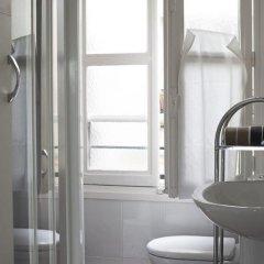 Отель Amazing Saint Germain and Seine Flat Париж ванная