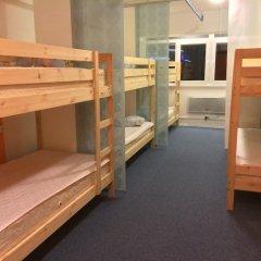 Garage Hostel Кровать в женском общем номере с двухъярусной кроватью