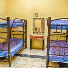 Отель Hostal de Maria Кровать в женском общем номере с двухъярусной кроватью фото 5