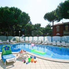 Отель Residence Brown Римини бассейн фото 3
