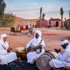 Отель Ali & Sara's Desert Palace Марокко, Мерзуга - отзывы, цены и фото номеров - забронировать отель Ali & Sara's Desert Palace онлайн фитнесс-зал