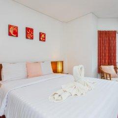 Отель Karon Sunshine Guesthouse & Bar 3* Улучшенный номер с различными типами кроватей фото 12