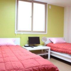 Отель Patio 59 Hongdae Guesthouse 2* Стандартный номер с 2 отдельными кроватями фото 3