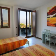 Отель Residenza Le Farfalle Манерба-дель-Гарда комната для гостей фото 3