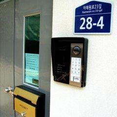 Отель Cube Guesthouse сейф в номере
