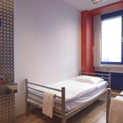 Отель Generator Berlin Prenzlauer Berg Номер с общей ванной комнатой с различными типами кроватей (общая ванная комната)