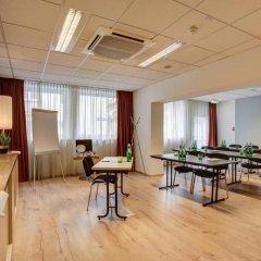 Отель FourSide Hotel & Suites Vienna Австрия, Вена - 3 отзыва об отеле, цены и фото номеров - забронировать отель FourSide Hotel & Suites Vienna онлайн интерьер отеля фото 3
