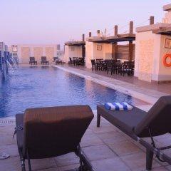 Tulip Hotel Apartments бассейн