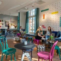 Отель Stayokay Amsterdam Vondelpark - Hostel Нидерланды, Амстердам - отзывы, цены и фото номеров - забронировать отель Stayokay Amsterdam Vondelpark - Hostel онлайн гостиничный бар