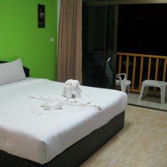 Отель Patong Bay Guesthouse 2* Улучшенный номер с различными типами кроватей фото 6
