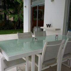 Отель White House @ Marina Phuket бассейн