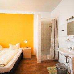 Отель Pension/Guesthouse am Hauptbahnhof Стандартный номер с двуспальной кроватью (общая ванная комната) фото 14