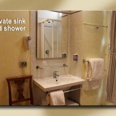 Отель Fiori 2* Стандартный номер с двуспальной кроватью (общая ванная комната) фото 4