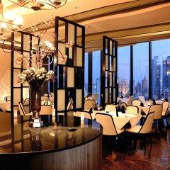 Отель The Continent Bangkok by Compass Hospitality 4* Стандартный номер с различными типами кроватей фото 22