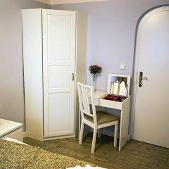 Отель Under The Charles Bridge 3bdr Loft Прага удобства в номере