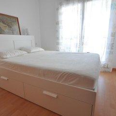 Отель Apartamentos Porto Mar Испания, Курорт Росес - отзывы, цены и фото номеров - забронировать отель Apartamentos Porto Mar онлайн комната для гостей фото 2