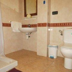Отель Hostal Restaurante Reina ванная