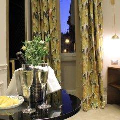 Отель Torre Argentina Relais - Residenze di Charme 3* Стандартный семейный номер с двуспальной кроватью фото 12
